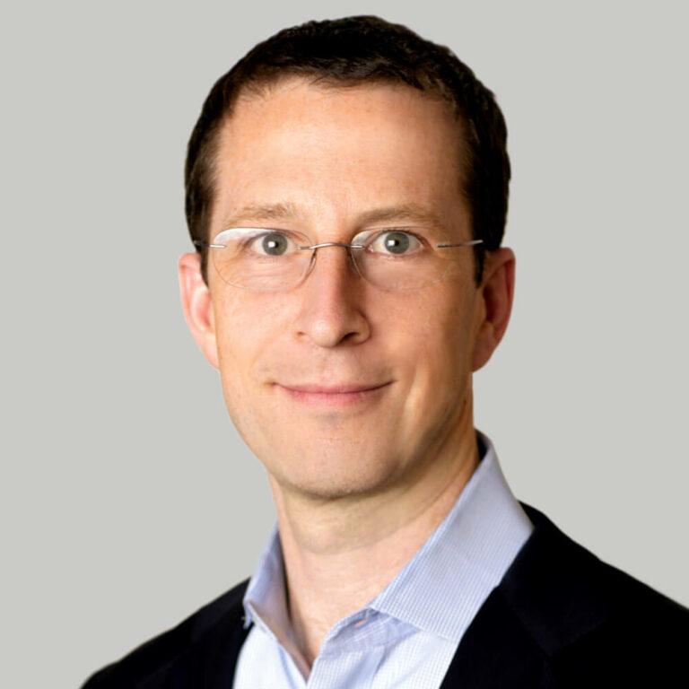 Ezra Perlman headshot